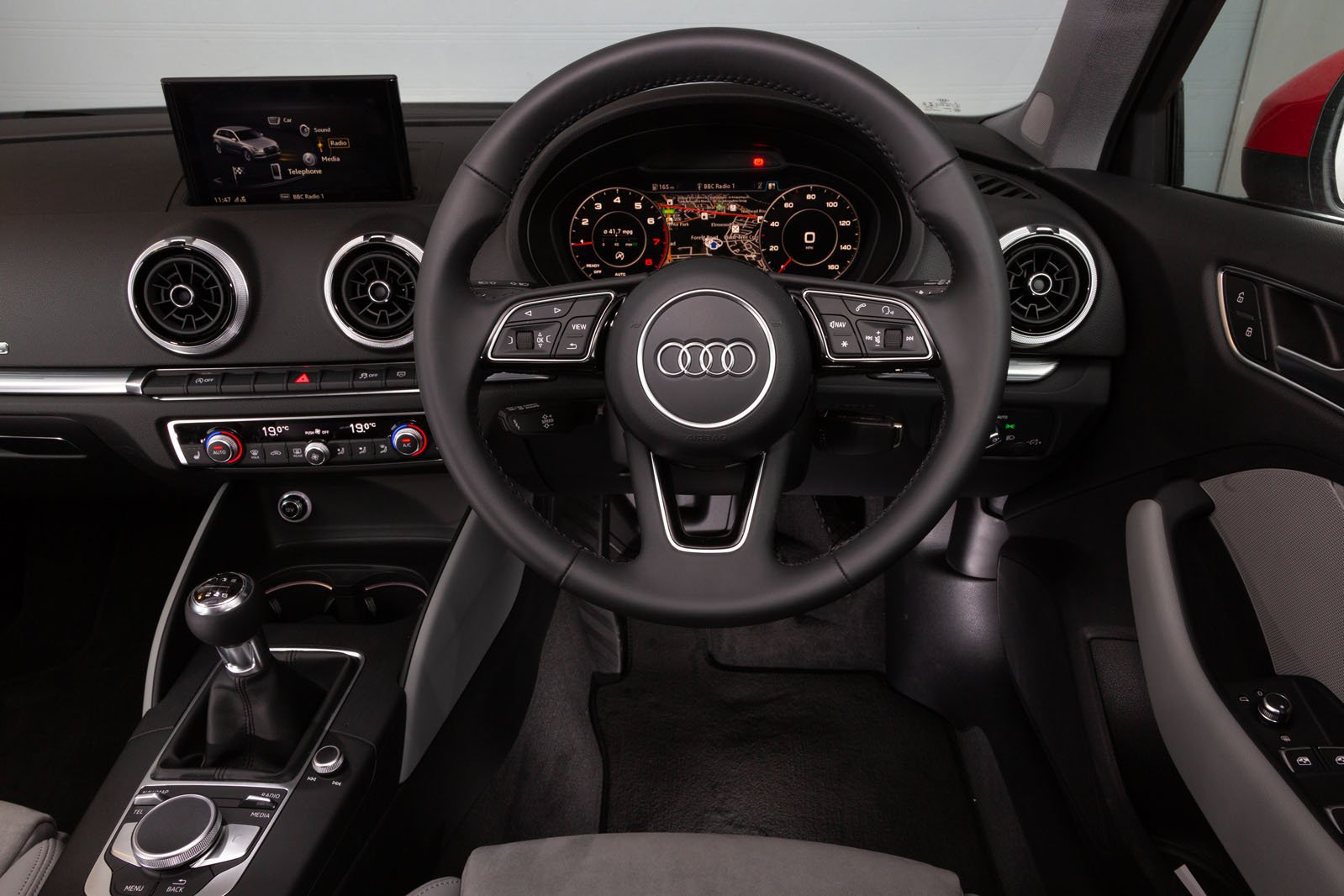 Audi A3 30 TFSI S line S tronic [Tech Pack] - interior