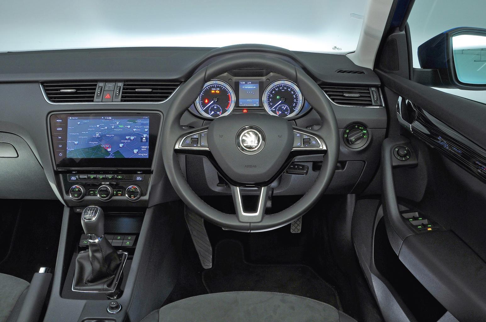 Skoda Octavia 1.5 TSI 150 SE L - interior