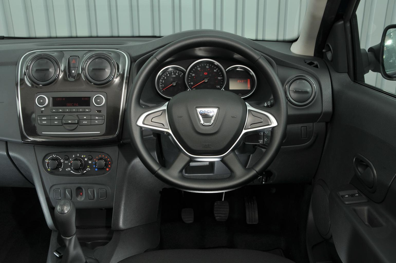 Dacia Sandero 1.0 SCe Access - interior