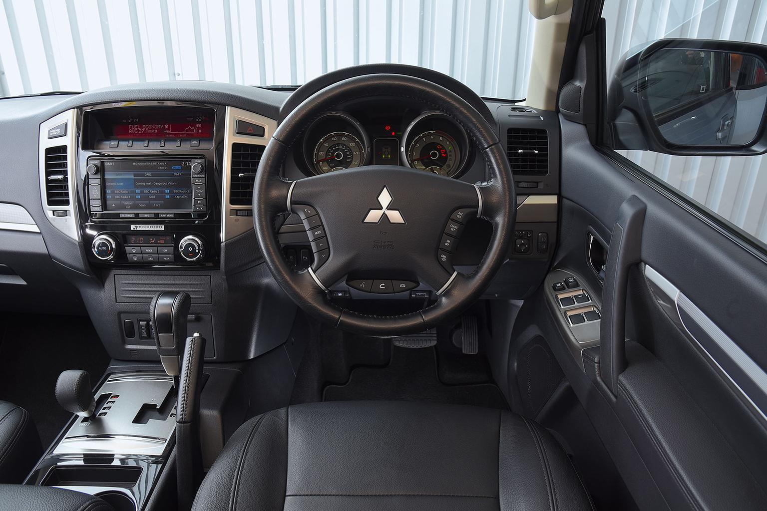 Mitsubishi Shogun - interior