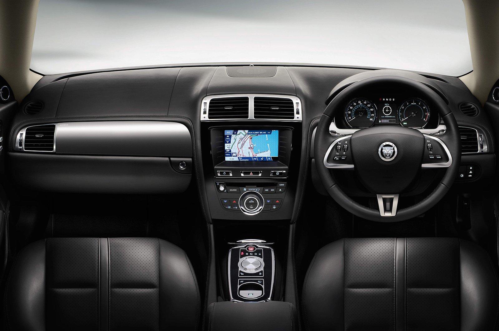 Jaguar XKR 5.0 Convertible - interior