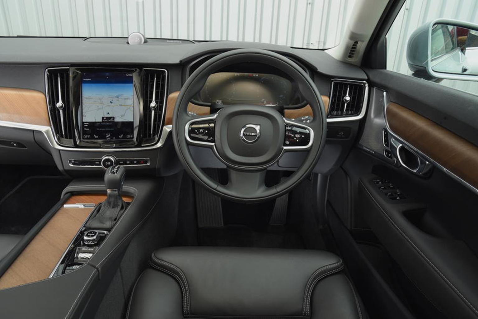 Volvo V90 - interior