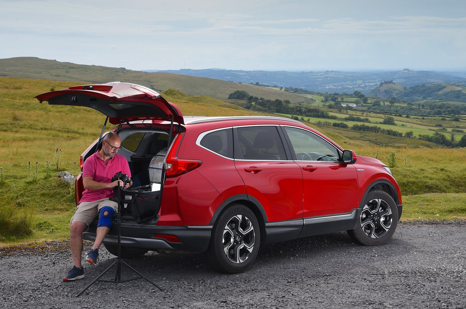 LT Honda CR-V Hybrid with photographer in the boot