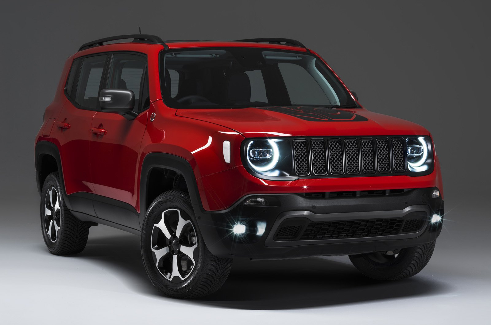 Jeep Renegade front studio