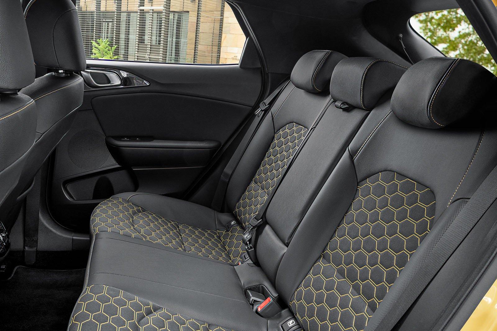 Kia Xceed 2019 LHD rear seats