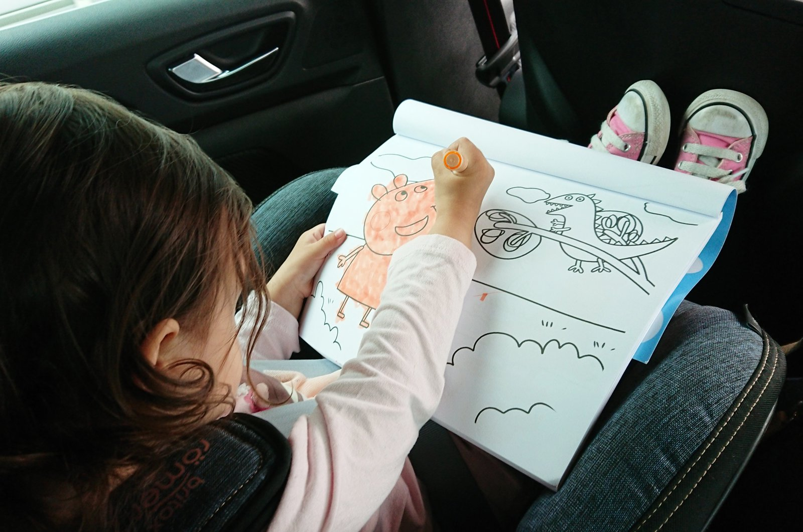 LT Renault Megane RS - child colouring in the back