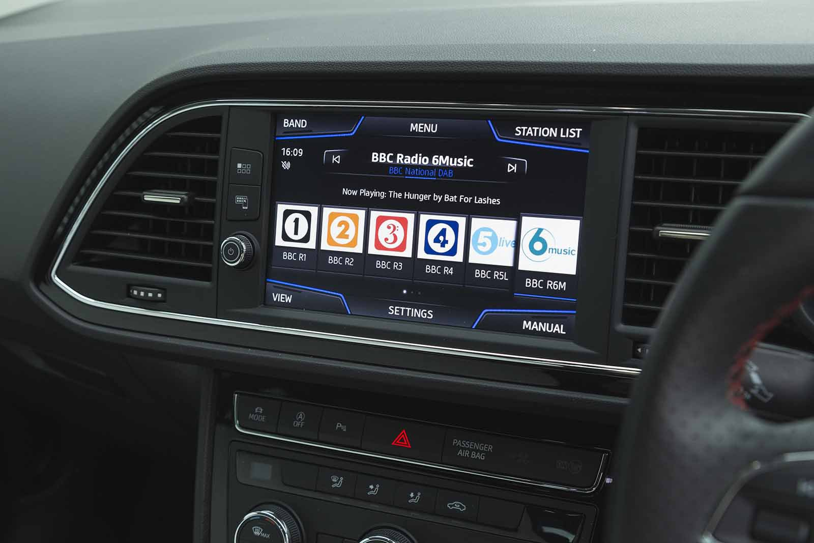 Seat Leon Estate 2019 RHD infotainment