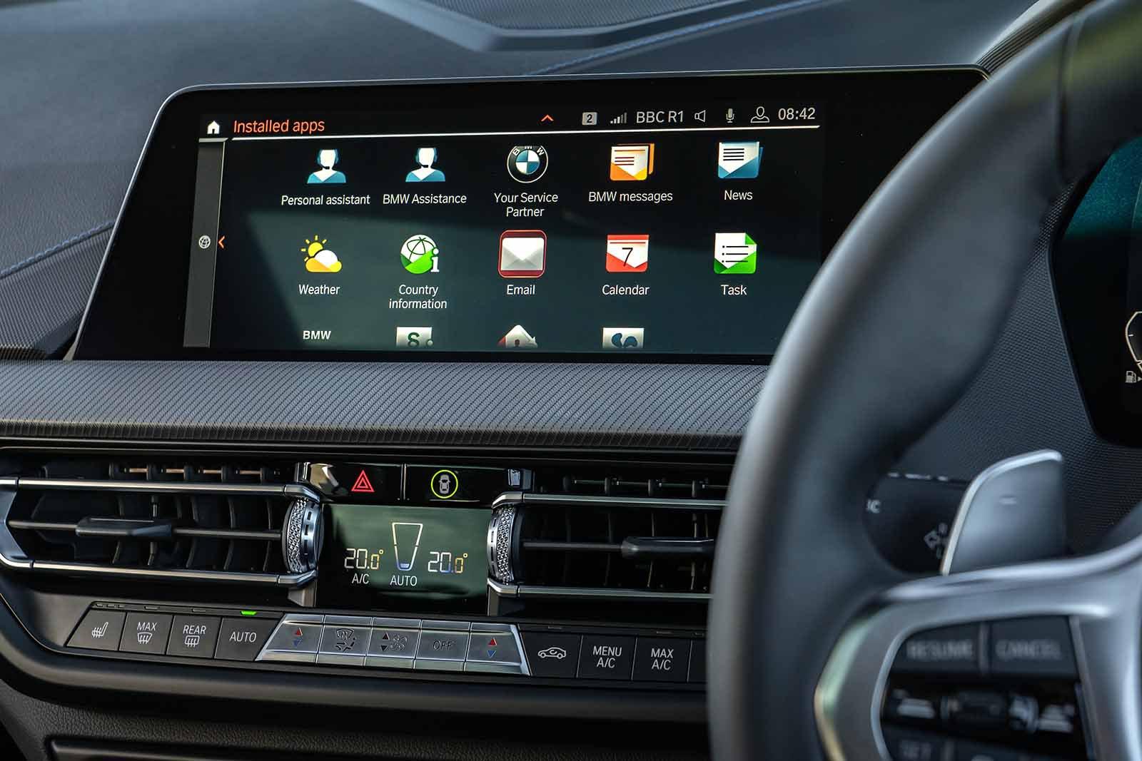 BMW M135i xDrive 2019 infotainment