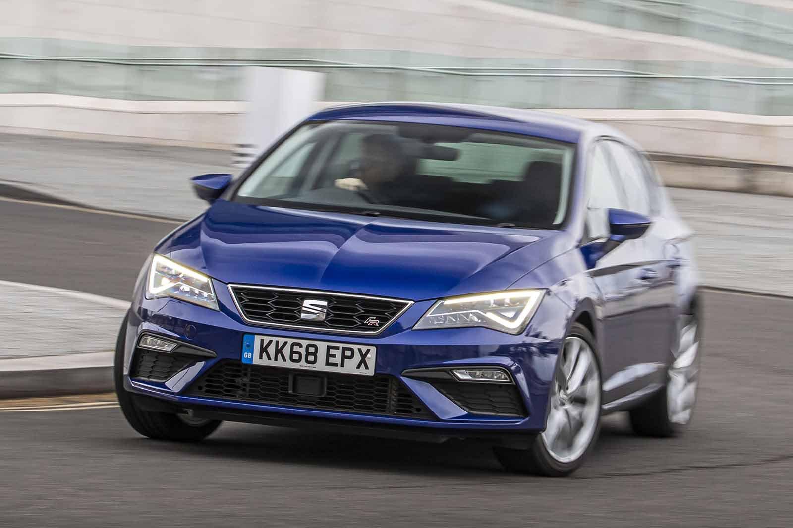 Seat Leon hatchback 2019 front cornering