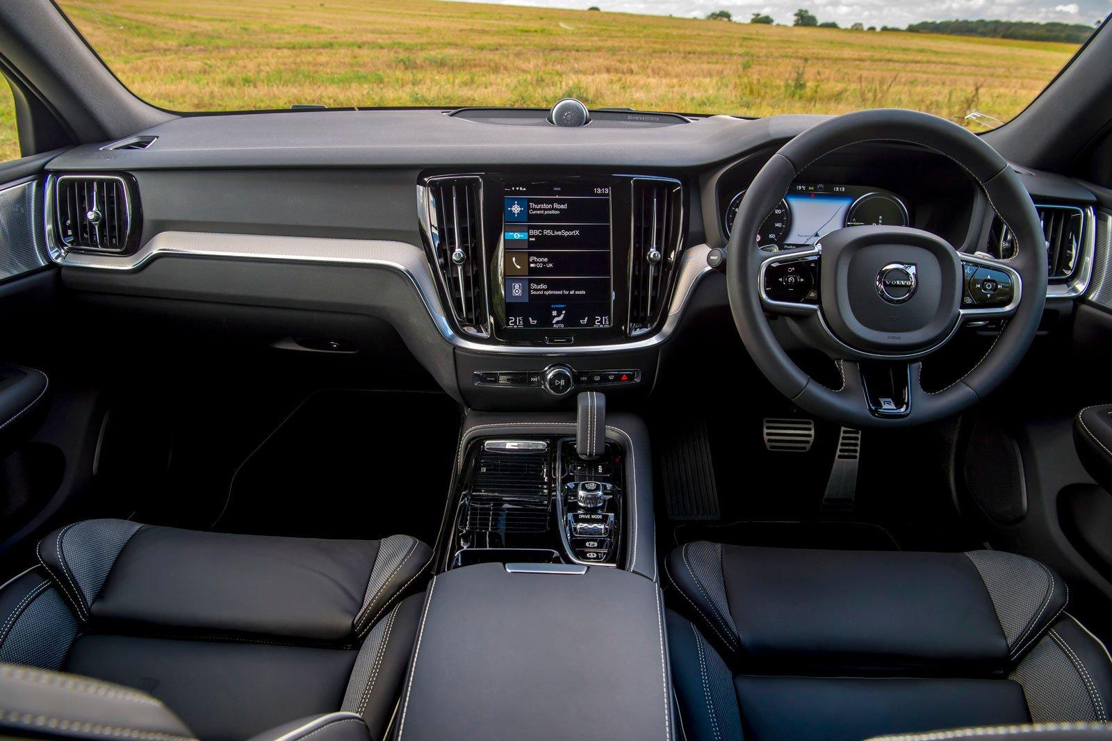 2019 volvo s60 t8 interior dashboard