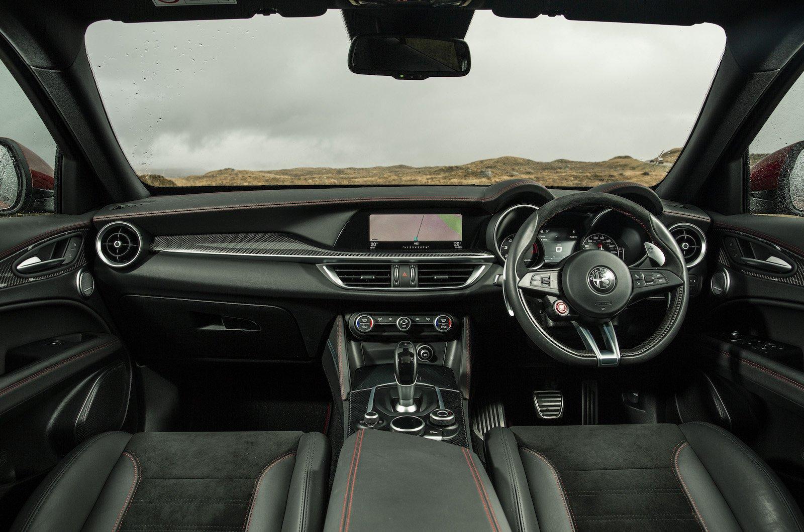 Alfa Romeo Stelvio Quadrifoglio - interior