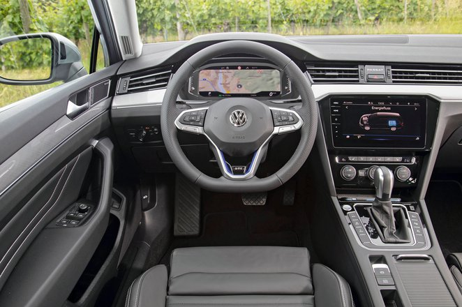 Volkswagen Passat GTE Estate - interior
