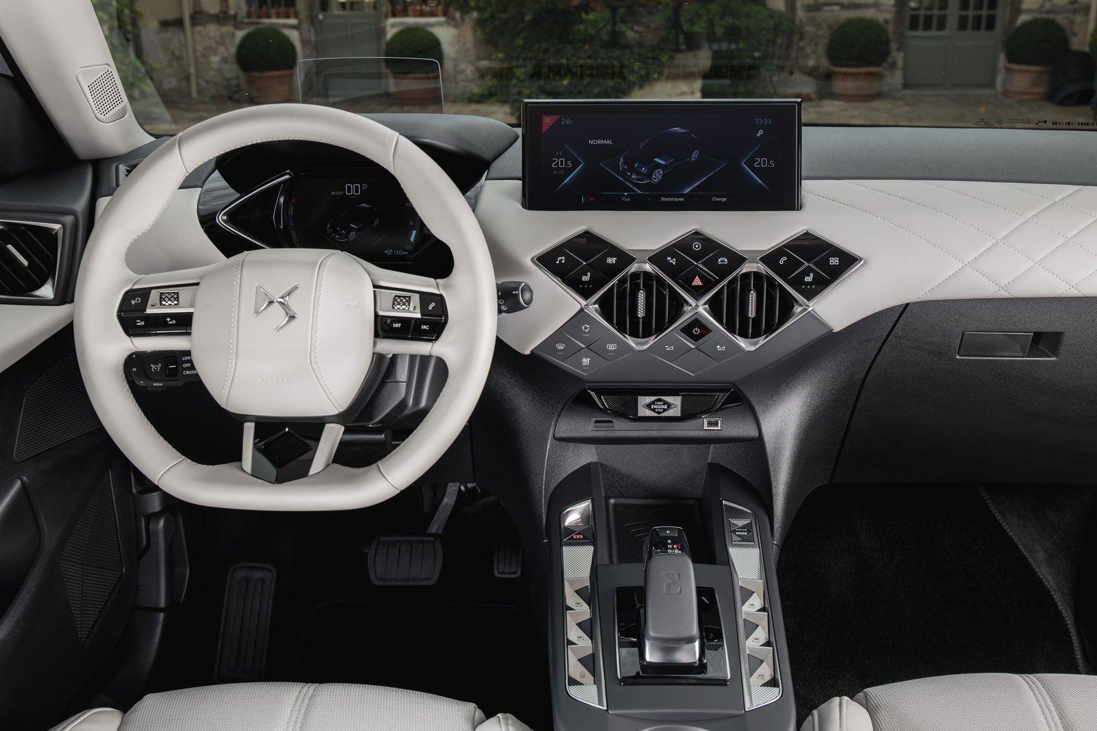 2019 DS 3 Crossback E-Tense interior dashboard