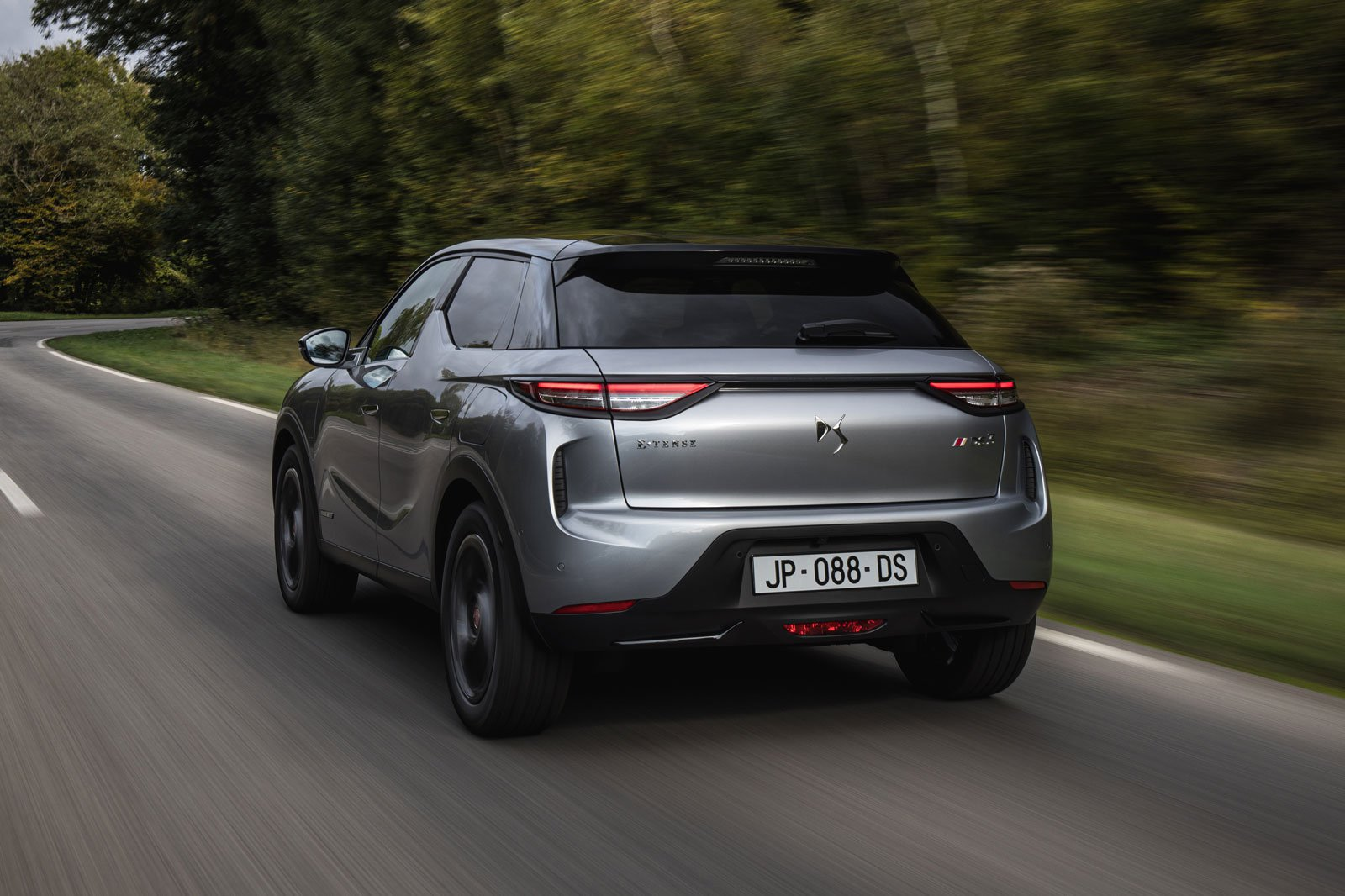 DS 3 E-TENSE 2019 LHD rear tracking