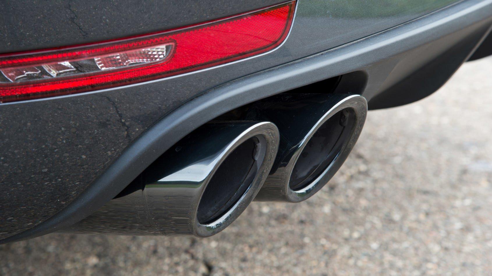 2020 Porshce Macan Turbo exhausts
