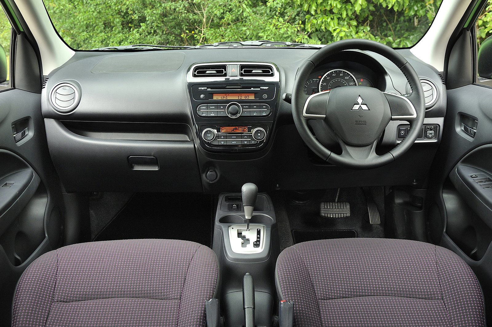 Mitsubishi Mirage - interior