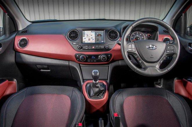 Hyundai i10 1.2 SE auto - interior