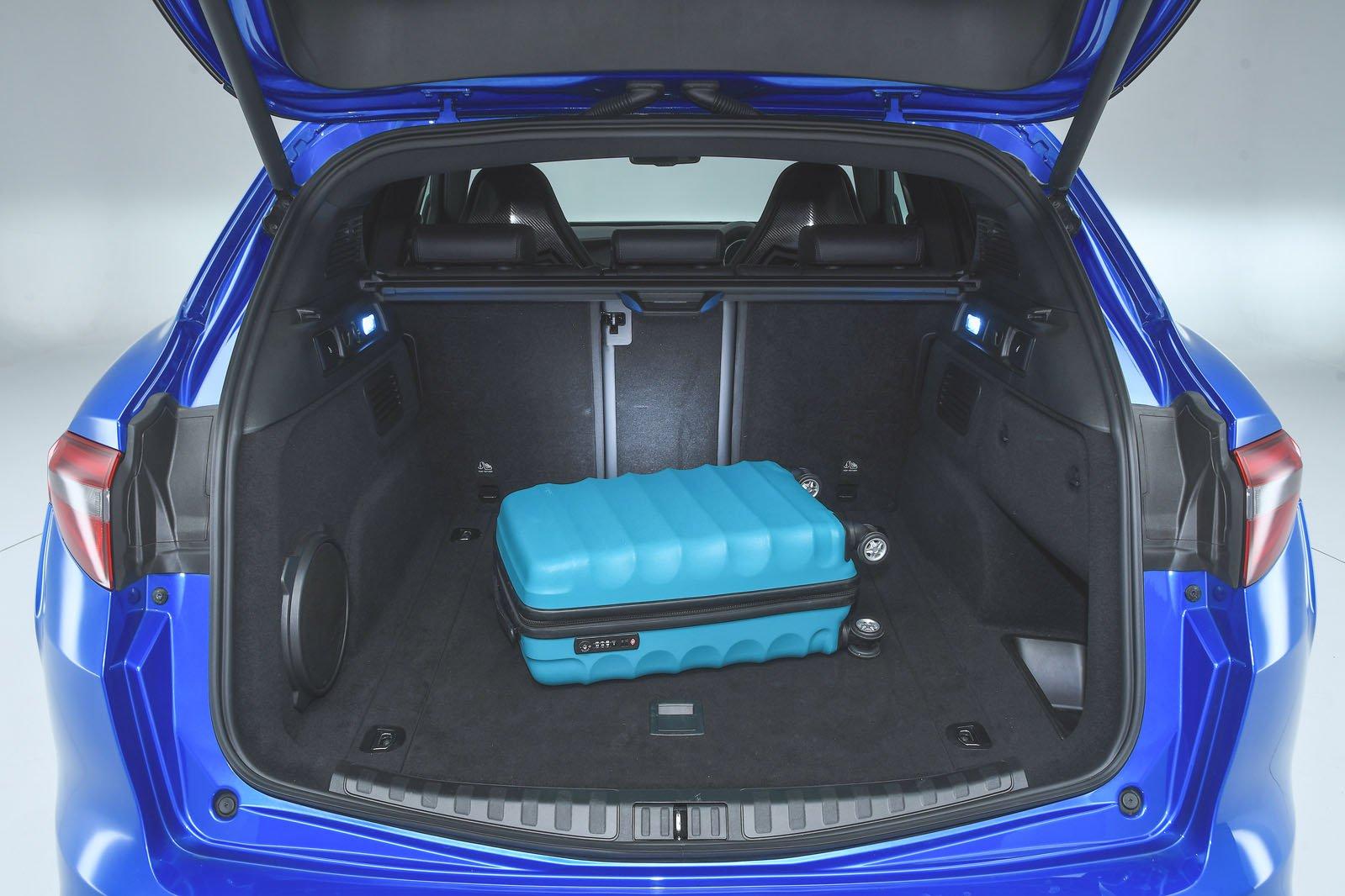 Alfa Romeo Stelvio boot