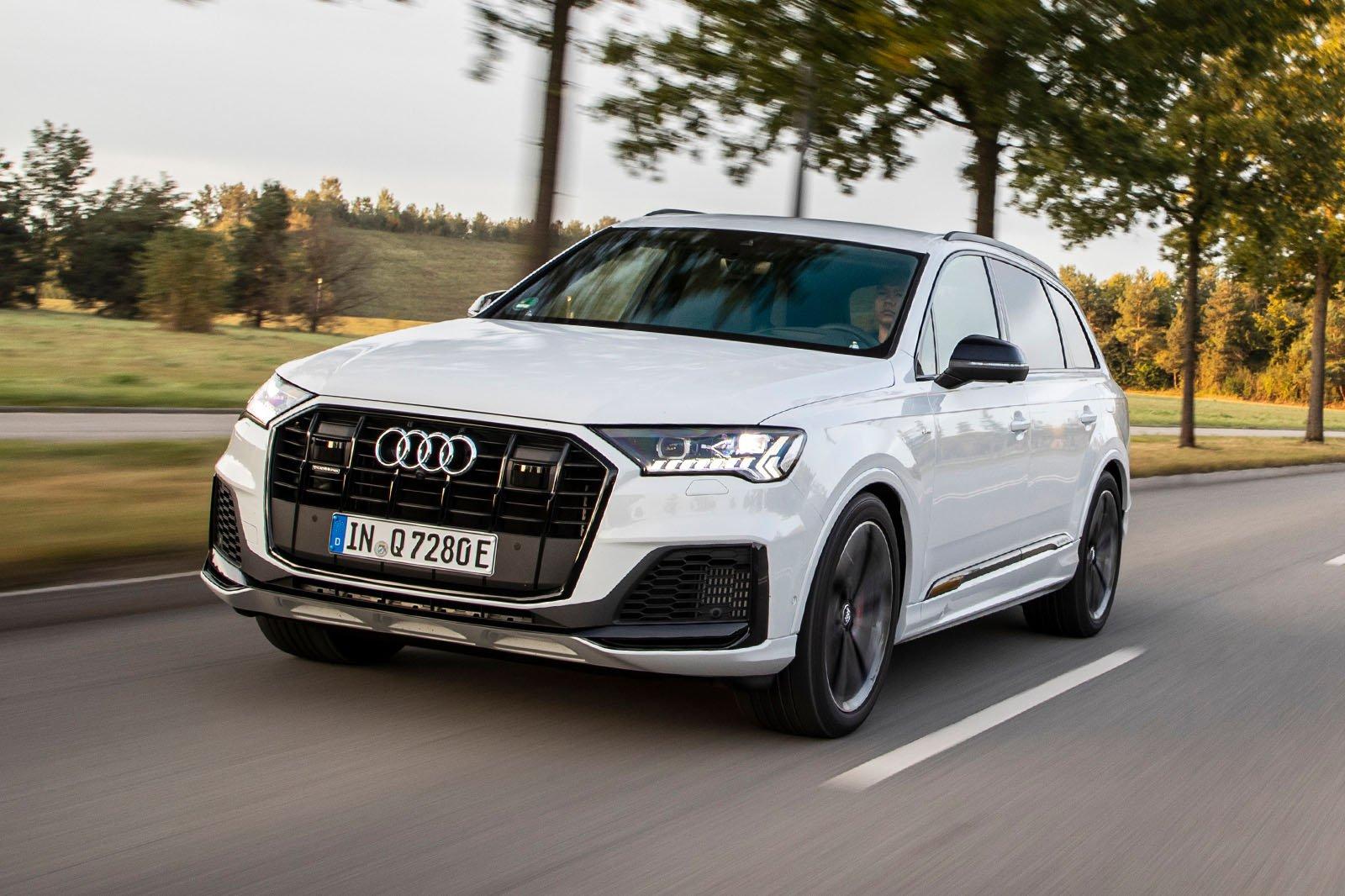 2020 Audi Q7 60 TFSIe front