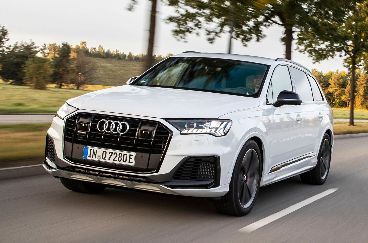 2020 Audi Q7 60 TFSIe front - white LHD car