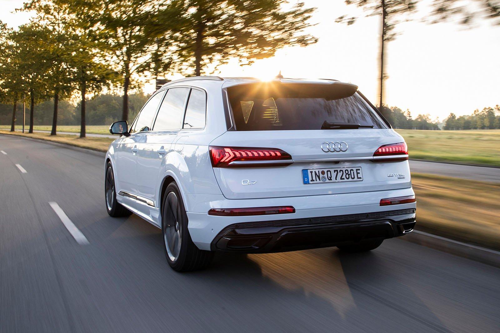 2020 Audi Q7 60 TFSIe rear alt