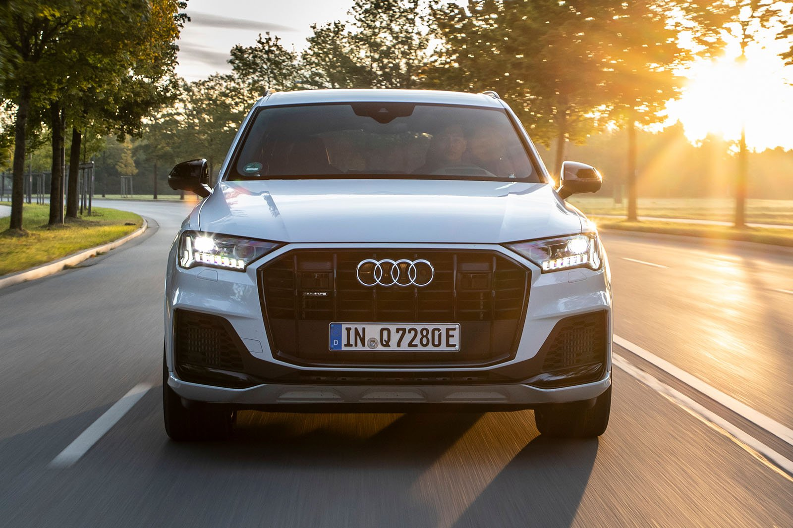 2020 Audi Q7 60 TFSIe driving