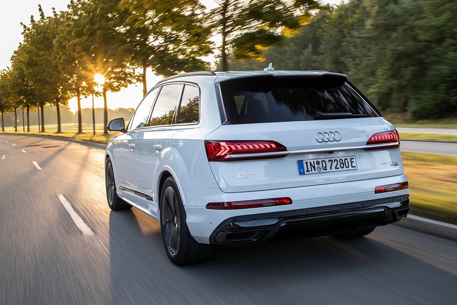 2020 Audi Q7 60 TFSIe rear
