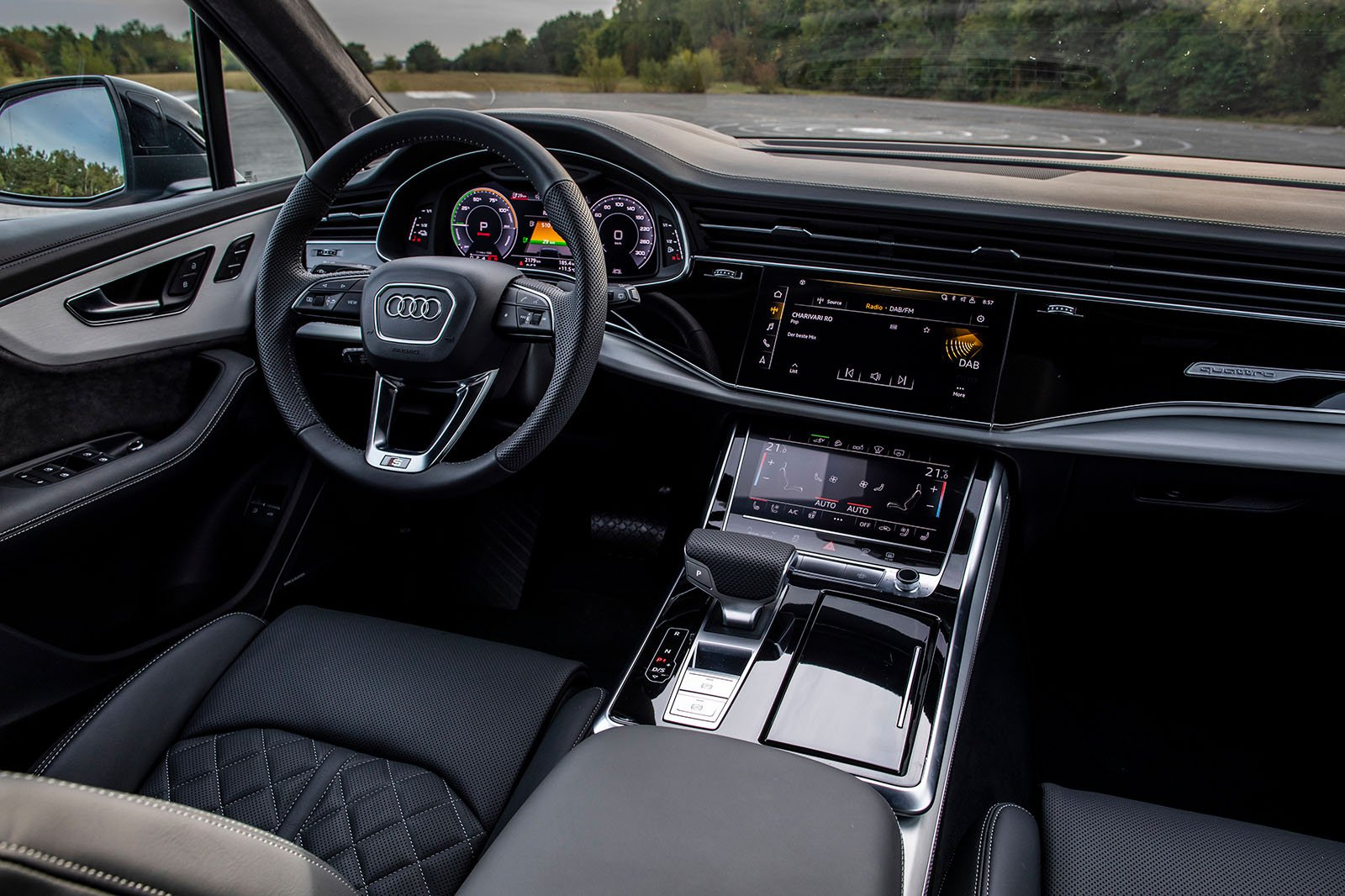 2020 Audi Q7 60 TFSIe interior