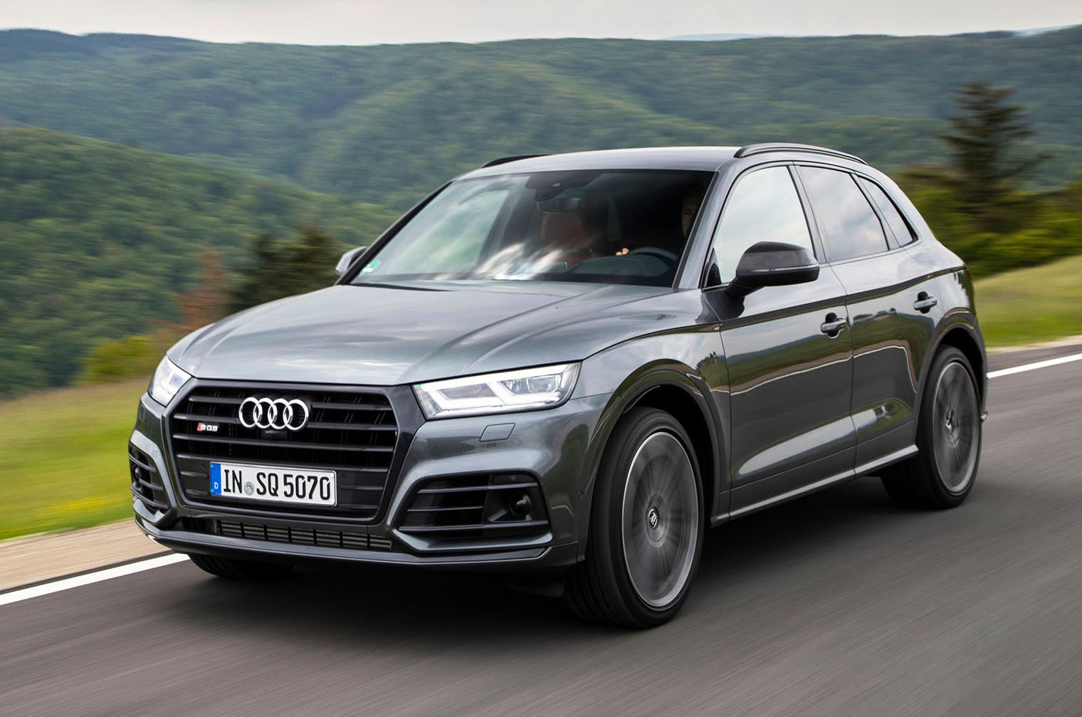 2019 Audi SQ5 front - grey