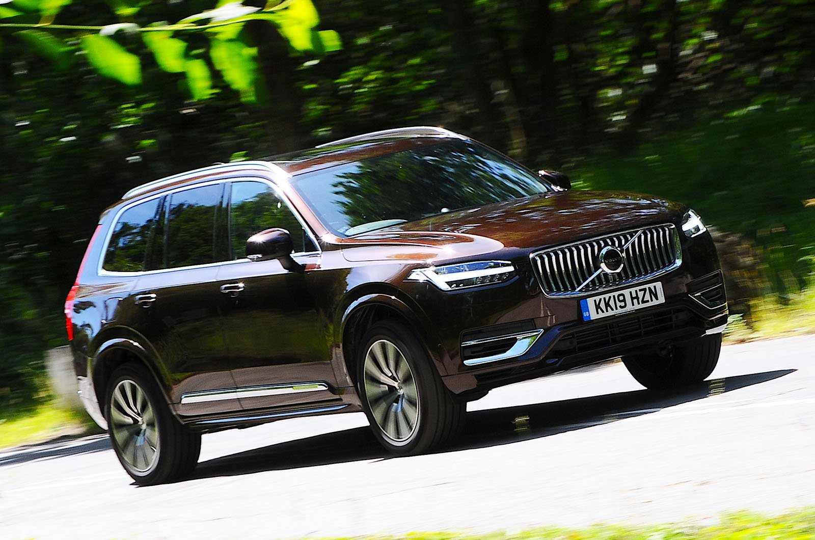 2019 Volvo XC90 T8 front - brown