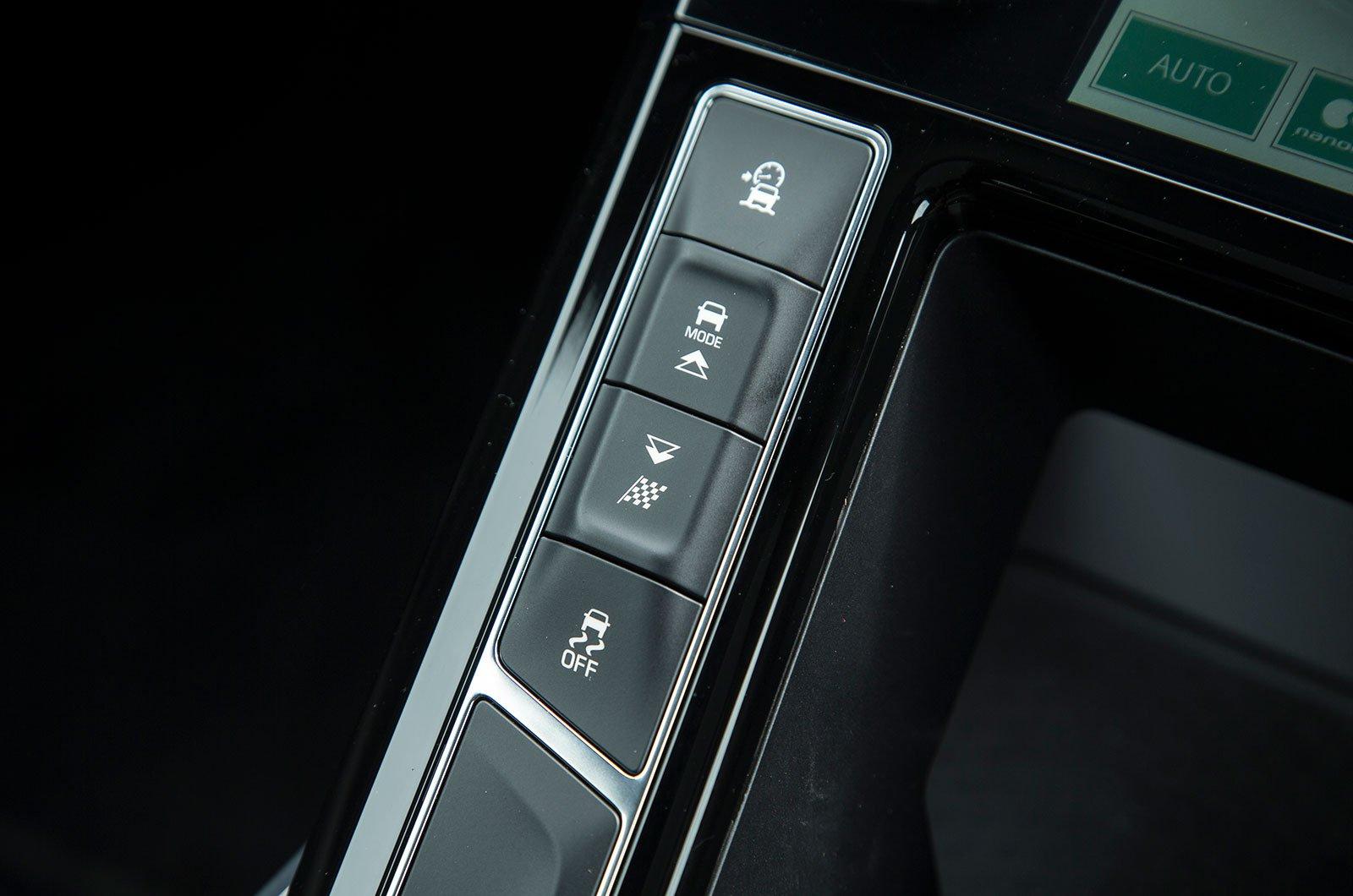Jaguar I-Pace centre console