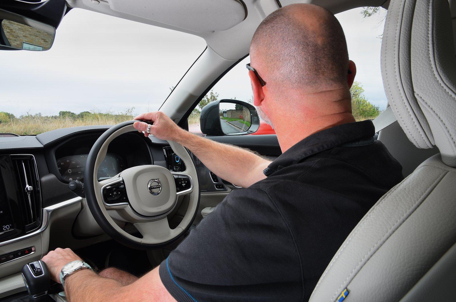 LT Volvo V90 Cross Country blindspot