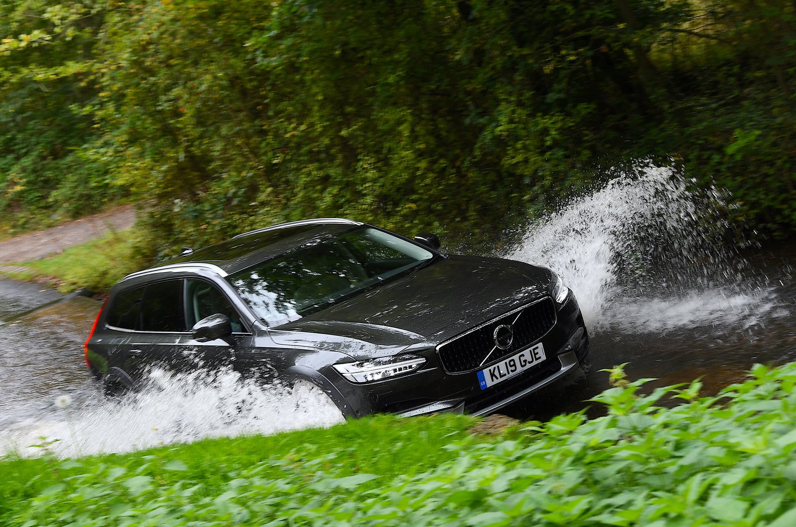 LT Volvo V90 Cross Country wading through ford