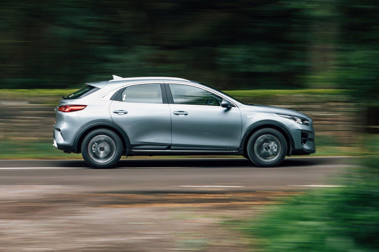 2019 kia xceed 1.0 '2' silver side profile driving