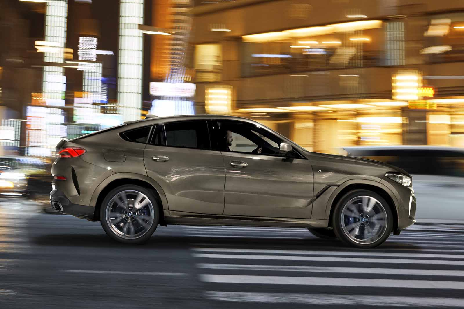BMW X6 2019 LHD panning