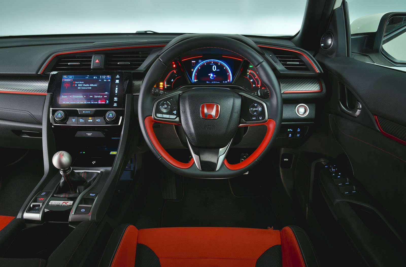 Honda Civic Type R 2019 RHD dashboard