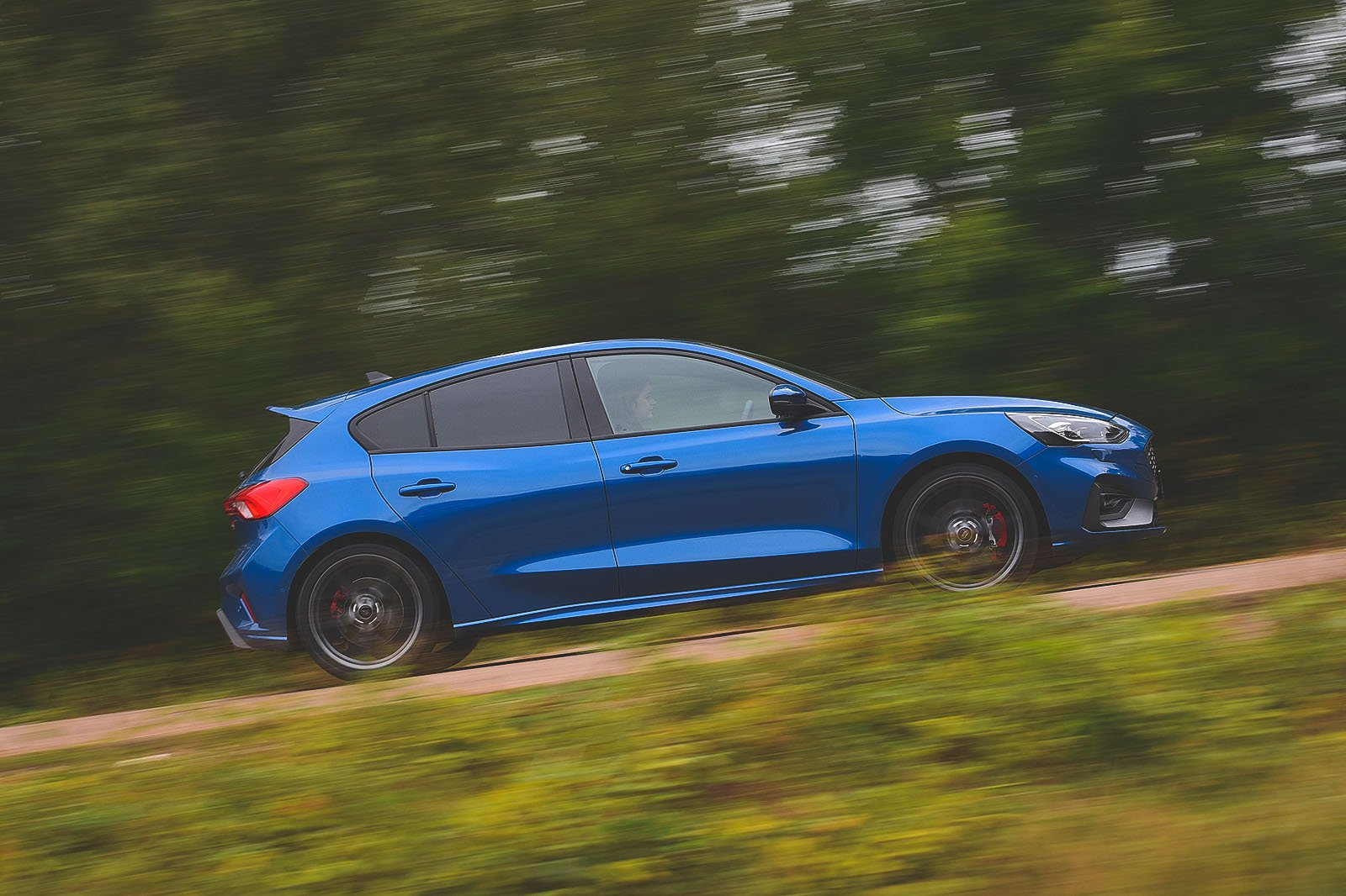 Ford Focus ST 2019 right side panning