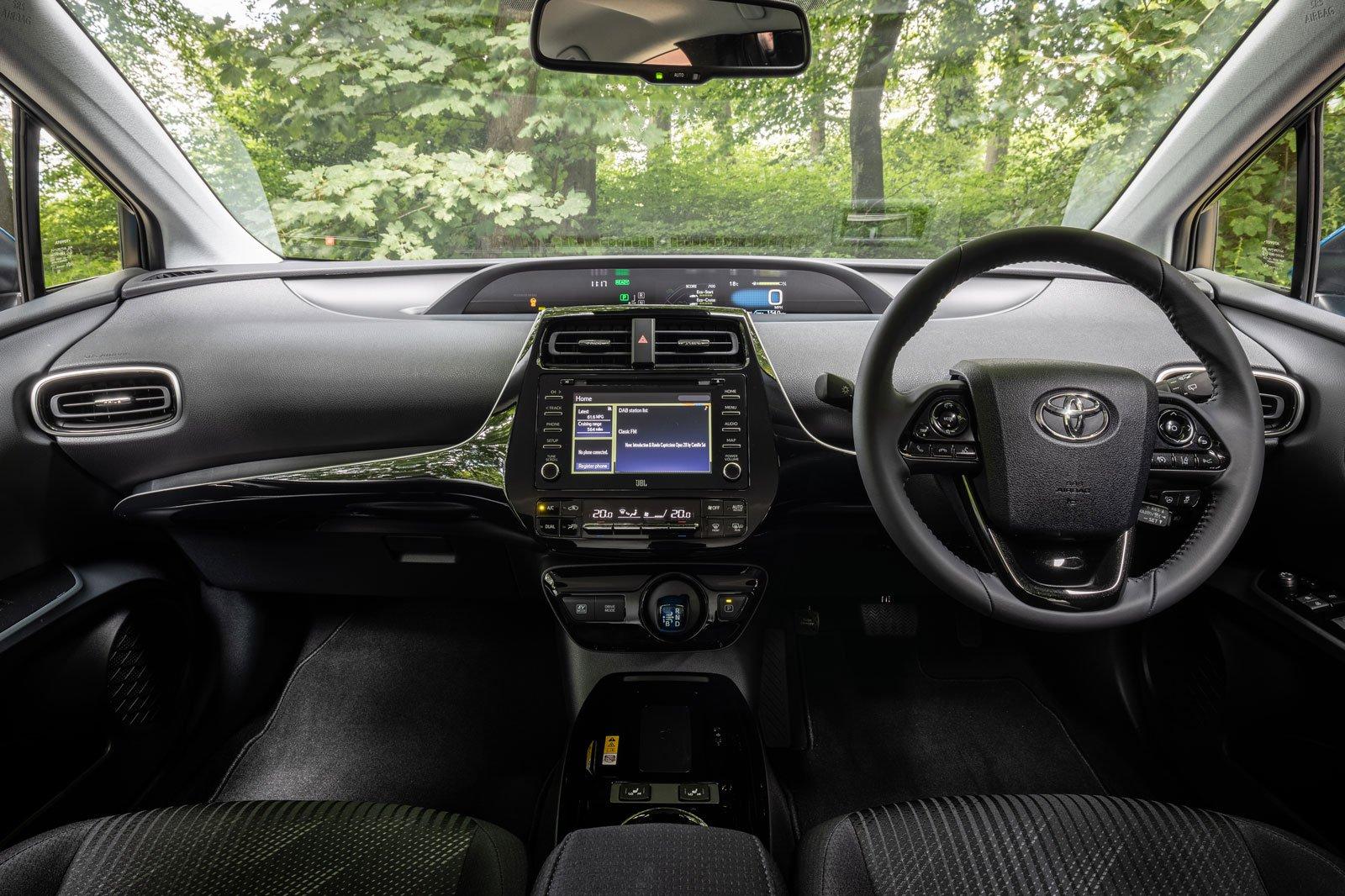 2019 toyota prius awd-i interior dashboard