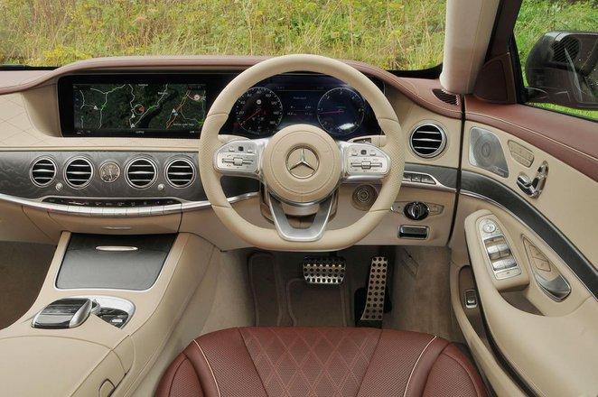 Mercedes S560e - interior