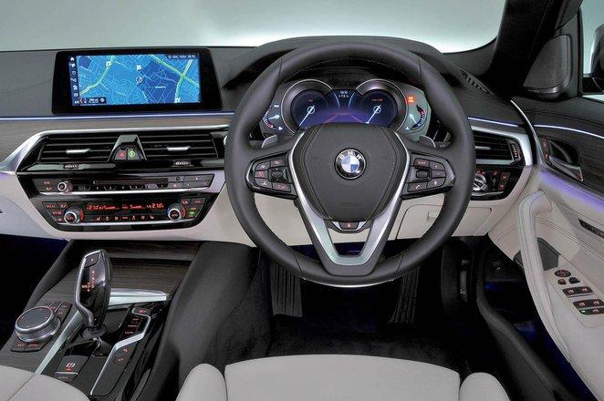 BMW 530e - interior