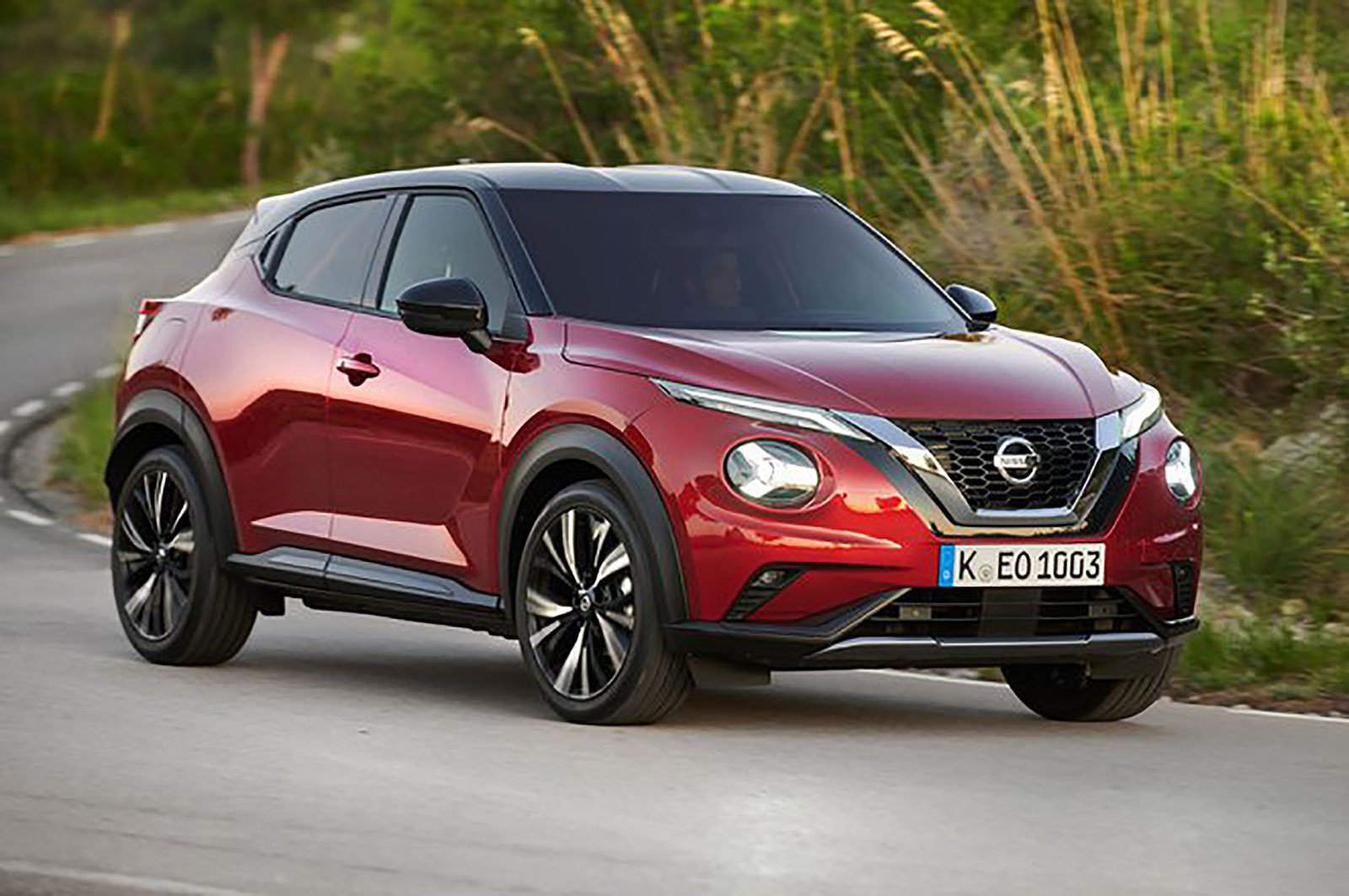 Nissan Juke front and side