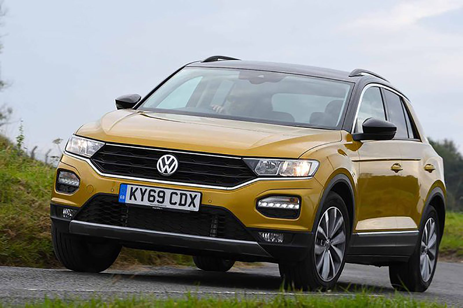 Volkswagen T-Roc front three quarters