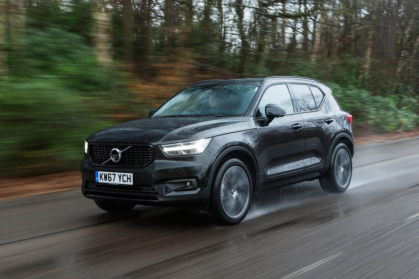 Volvo XC40 front three quarters
