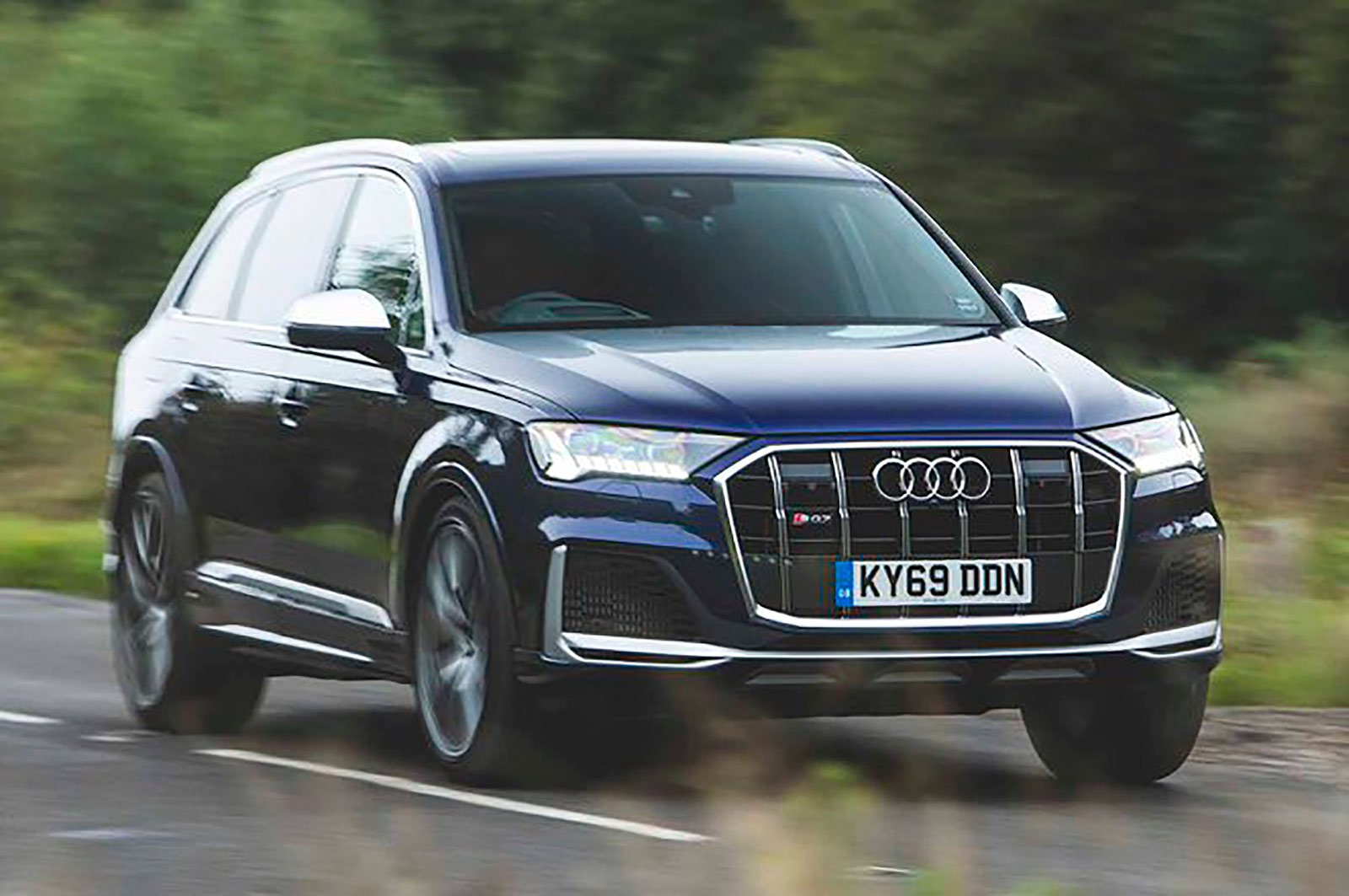 Audi SQ7 front three quarters