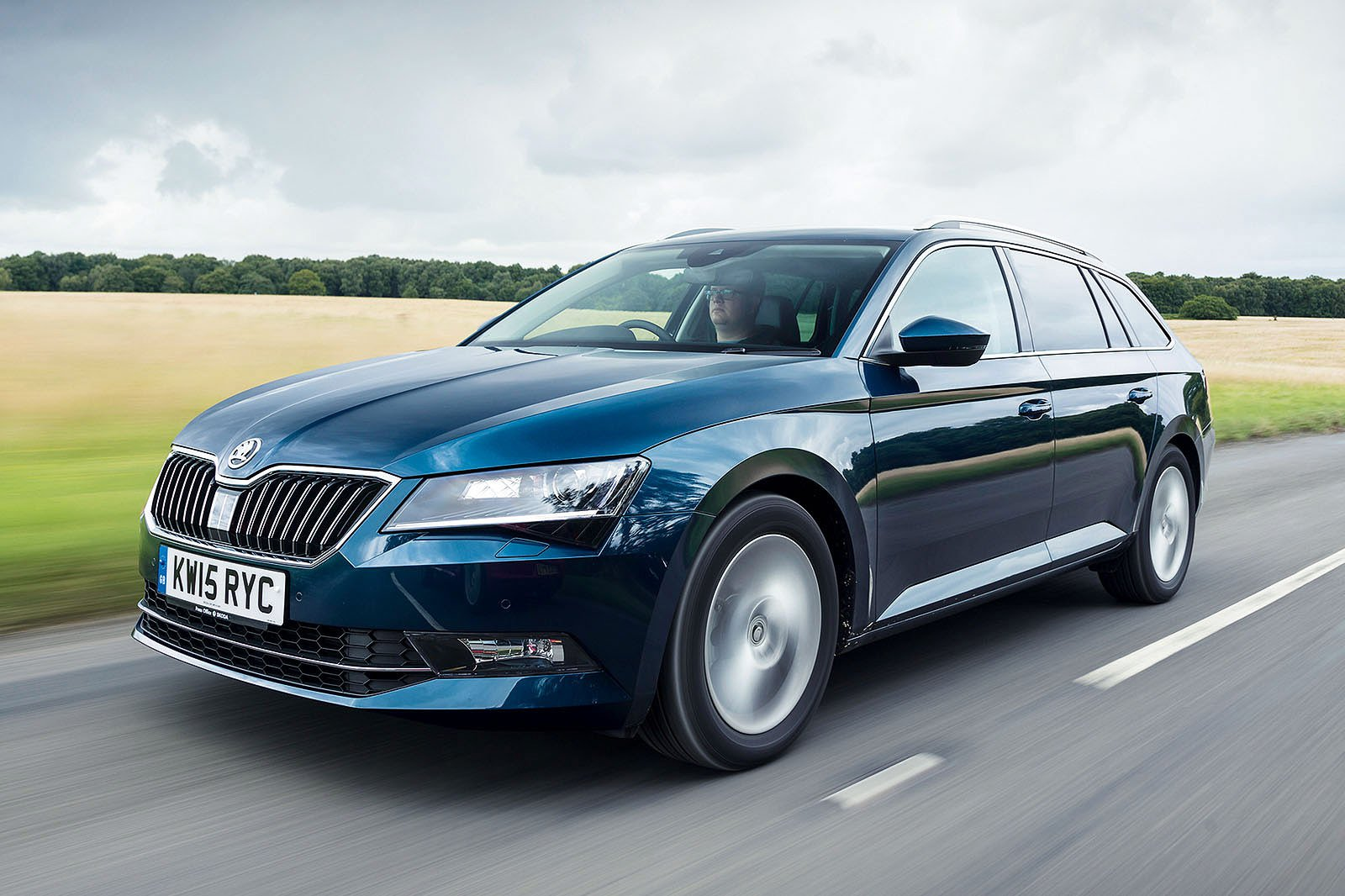 Skoda Superb Estate front three quarters