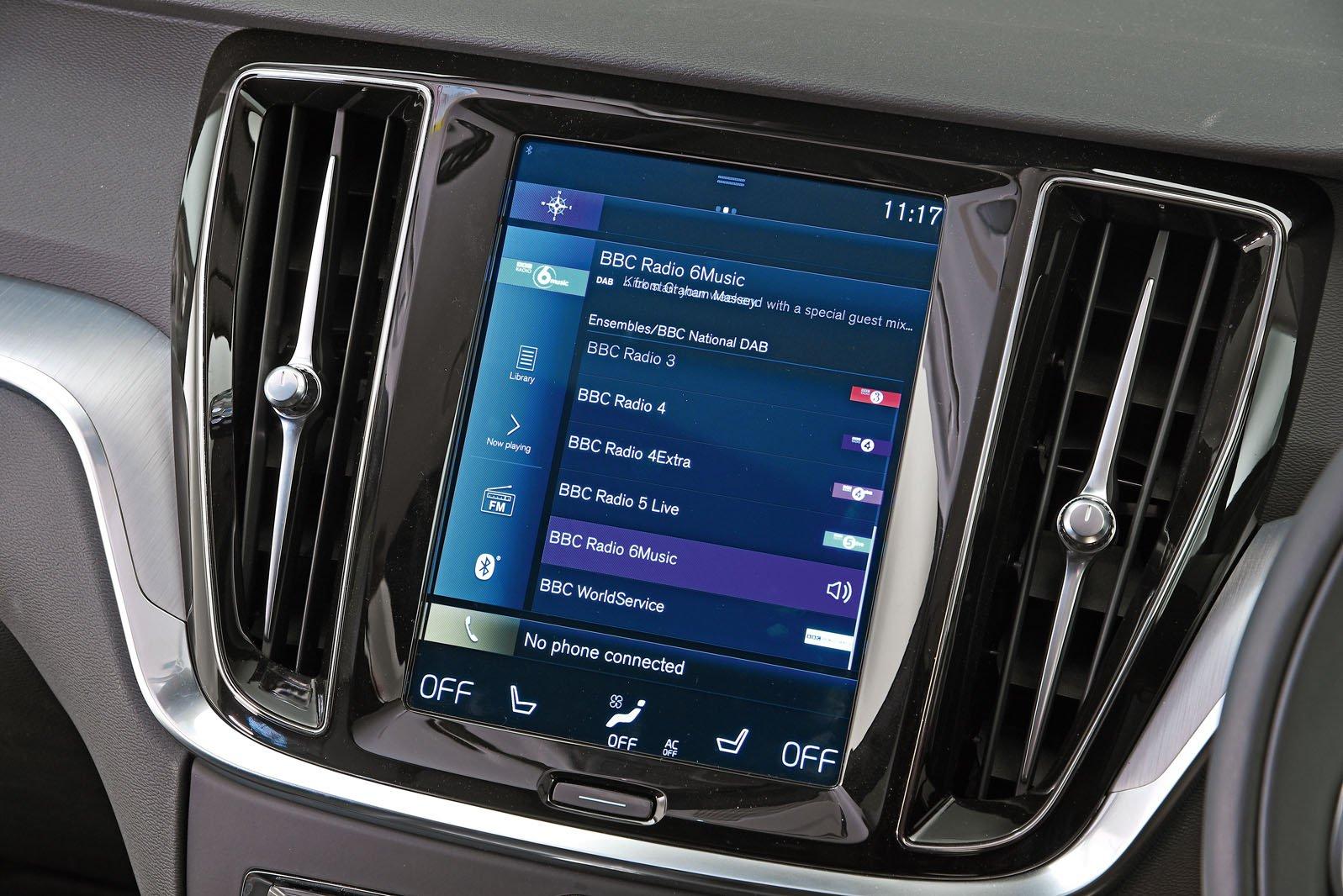 Volvo V60 infotainment