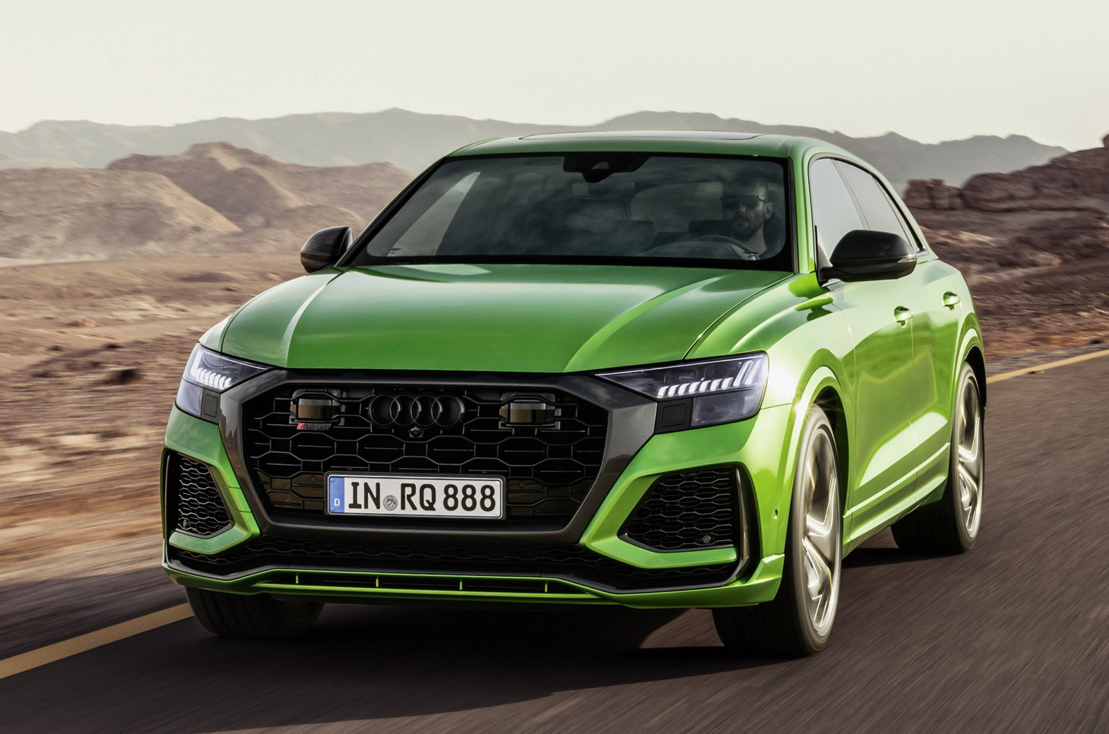Audi RS Q8 green front