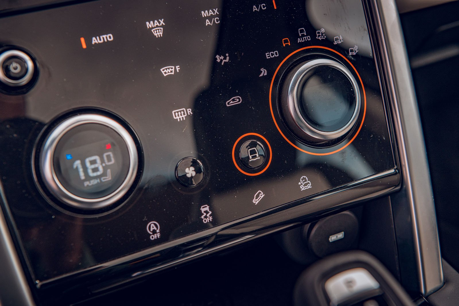 Land Rover Discovery Sport 2019 RHD infotainment