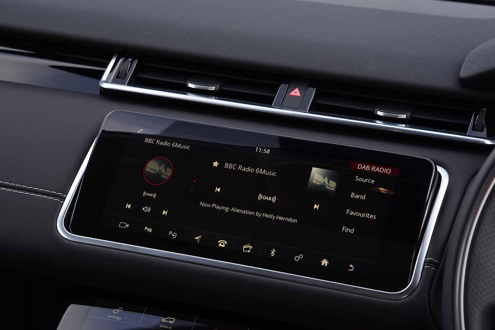 Land Rover Range Rover Velar 2019 RHD infotainment