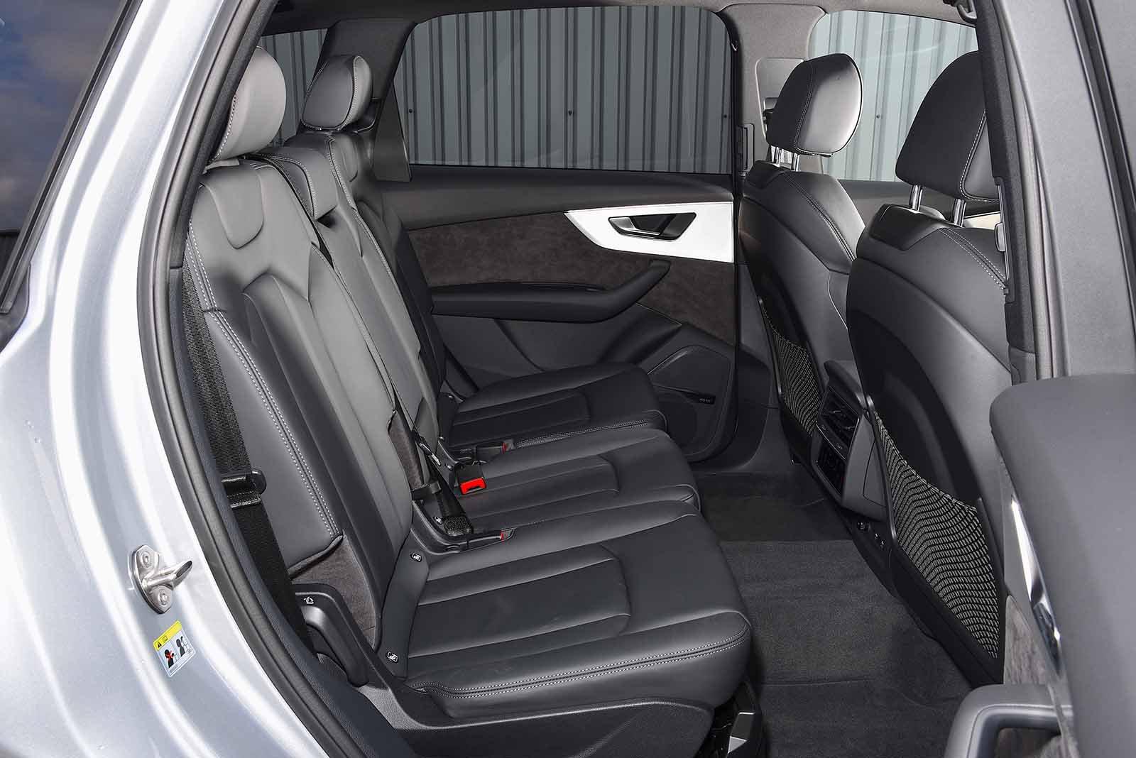 audi-q7-2020-rear-seats